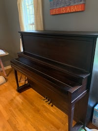 Bennet Bretz Upright Piano