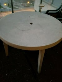 Round patio table  Toronto, M5J