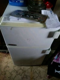white front-load clothes dryer Youngstown, 44505