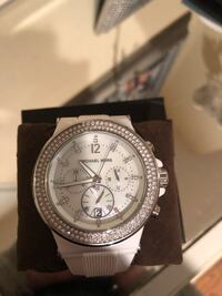 Michael kors white mother of pearl watch  2284 mi