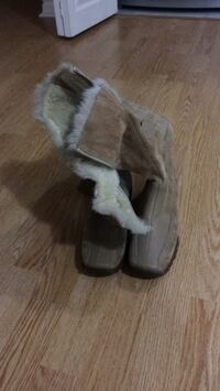 Pair of brown suede fur-lined snow boots Vaughan, L4H 3B6