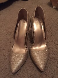 Gold heels size 7 College Station, 77840