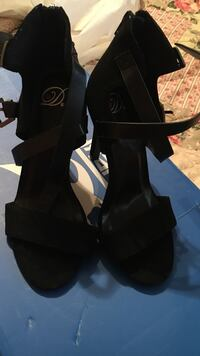 pair of black leather heeled boots Hollister, 95023