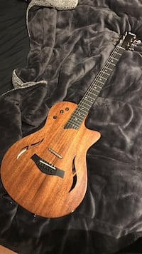 Taylor T5 acoustic electric amazing with Taylor gig bag