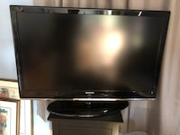 """Samsung 48"""" LCD tv.  Screen takes a little while to warm up. Remote included   Chicago, 60622"""