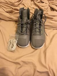 Pair of gray Under Armour basketball shoes, comes with spare shoe laces Bossier City, 71111