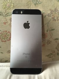 iphone se it does not come with the charger just the phone by it self it's in great condition it's unlocked cash app only  Suitland, 20746