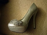 Glitzy glamour heels perfect for a night out  Coquitlam, V3C 4B9