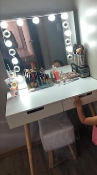 Vanity mirror with two usb and one power connection on mirror desk and stool included Lakewood, 98498