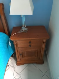 Table de chevet en bois brun , 2 tiroirs, 1 commode, et 1 lit Le Cannet, 06110