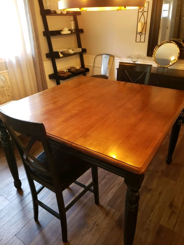 Solid oak counter height table with 2 chairs. 1692a4a5-bf1a-4c4a-9228-54bbf9301863