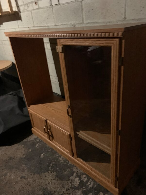 Brown wooden cabinet with mirror 5627ff1b-3d3b-45aa-a43f-0862eeff0a7e