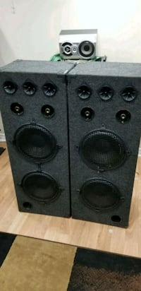 Tower speakers (box only) Brampton, L6R 0K5