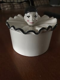 Ceramic bowl with clown lid 5 inches wide Toronto, M9W 1G4