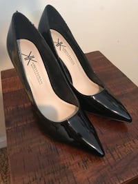 pair of black leather pointed-toe pumps Myrtle Beach, 29577