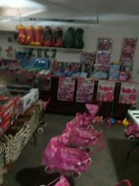 Located n palmdale Calif open 6am til midnight toy Palmdale, 93552