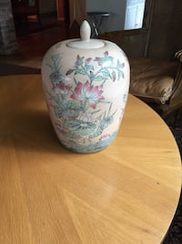 Large decorative ceramic oriental style painted urn/pot with lid/garden decor
