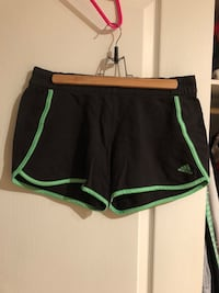 Adidas shorts worn once size M women Laval, H7S 1Y3
