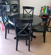 Round black wood table w/ 4 chairs Oak Harbor, 98277
