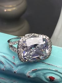 18k White Gold Filled Ring With Large Clear Center Stone Size 9