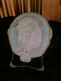 baby's white and gray bouncer 1692 mi