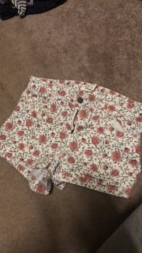 Super cute flowery shorts from American Eagle! Too small on me. Suffolk, 23435