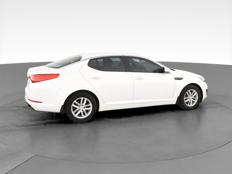 2013 Kia Optima sedan LX Sedan 4D White  11