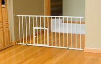 New, unused..Carlson Pet Products Mini Gate with Pet Door, White St Thomas, N5R 6M6