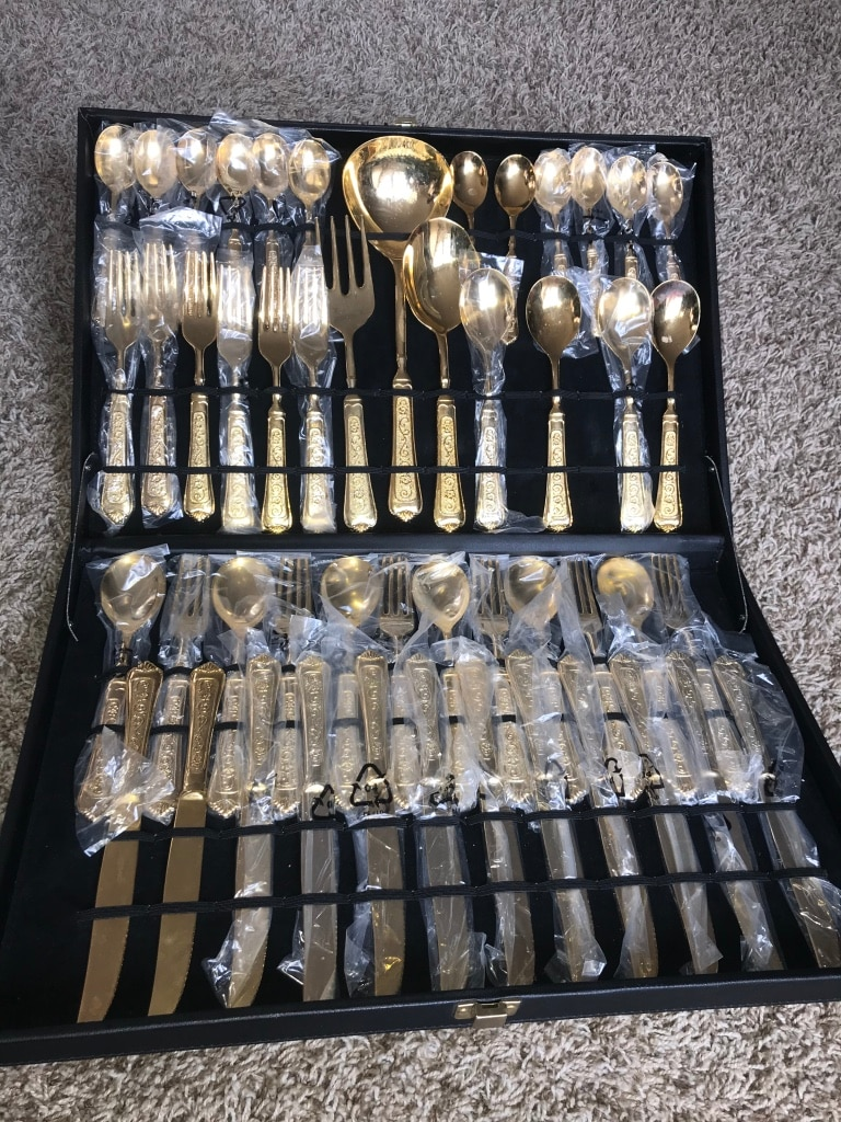Photo Gold silverware set NOT real gold