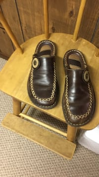 Shoes. brown leather clogs born