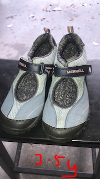 pair of gray-and-black velcro shoes Des Moines, 50321