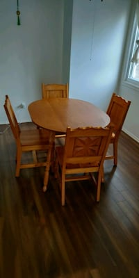Dinning table with 4 chairs Longueuil, J4L 2Z2