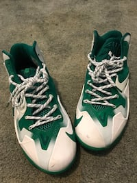 Lebron XI Fly Wire Green Size 7  Damascus, 20872