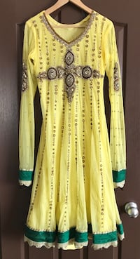 Yellow Long Sleeve Indian Traditional Dress/Suit (Size XL) Calgary