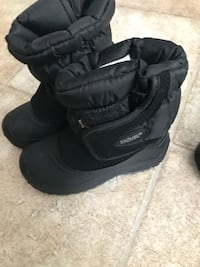Kids size 12 snow boots Oakley, 94561