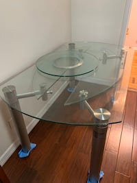 Dinner Table - Glass extends on both sides