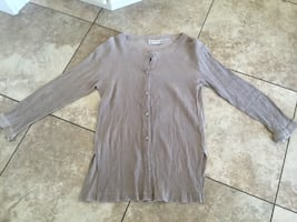 GORGEOUS 100% SILK TOP SIZE SMALL.
