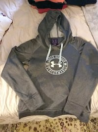 gray and black /zip-up hoodie