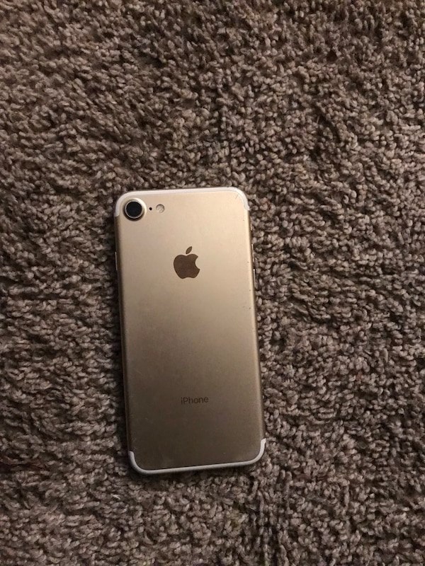 gold iPhone 7 with case