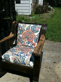 VINTAGE ROCKING CHAIR  Chattanooga, 37415