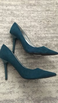 Guess teal suede shoes brand new size 10 heels Toronto, M9P