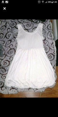 Cute tapered White above knee spring/summer dress. London, N6H 1M9
