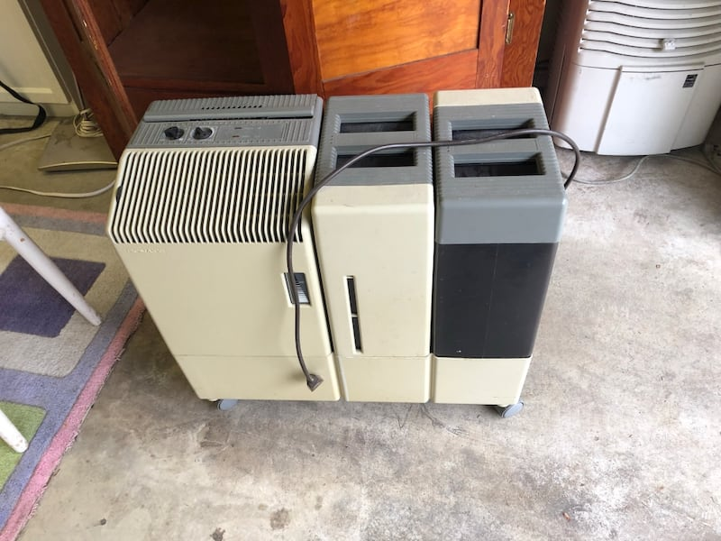 Two air conditioners, humidifier and cooling ef26a6ad-b918-44d4-9107-c1a4bfa4d46d