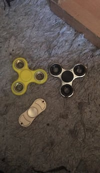 Yellow/gold/silver fidget spinner