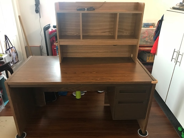 FREE computer table and bookshelf 1cedaea9-e956-401b-9d73-659b0d6c50e9