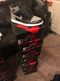 unpaired gray, black, and white Air Jordan 1 shoe