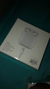white Apple EarPods in box 43 km