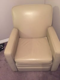 Leggett & Platt Leather Reclining chair Innisfil, L0L 1R0