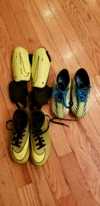 Gently used soccer cleats. Bolivar, 25425