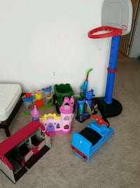 toys lot basketball hoop. Vacuum, princess castle, Woodbridge, 22192